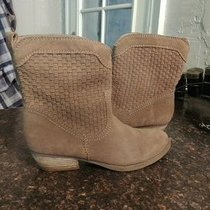 Nine West taupe suede boots 8